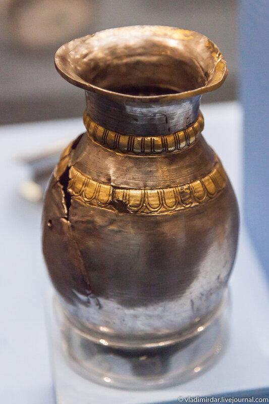Ритуальный серебряный кувшин с позолотой