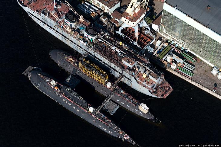 2.  За 310 лет деятельности на предприятии построено более 2600 кораблей  и судов раз