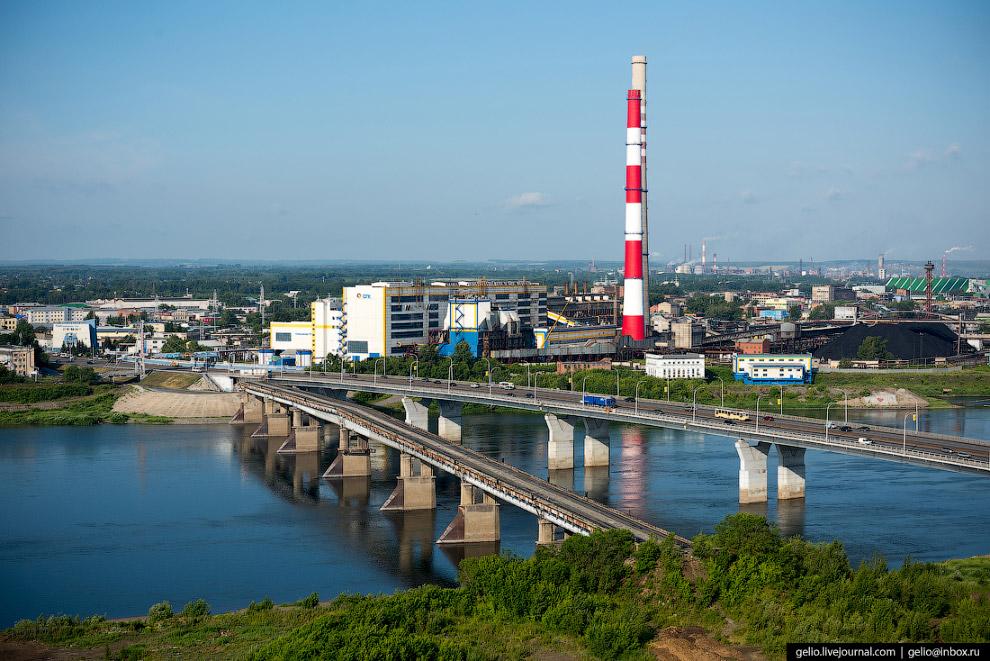 37. При строительстве Кузнецкого моста использовали новую технологию укладки трамвайного пути — без