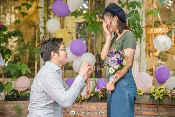 Когда ничего не подозревавшая девушка Ли пришла домой и увидела роскошный сюрприз, а Чэнь опустился
