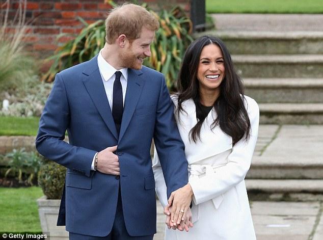 Принц Гарри и его невеста Меган Маркл во время официального объявления об их помолвке.