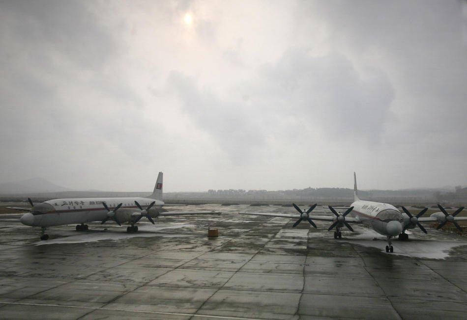 Аэропорт Пхеньяна. Вид со стороны взлетного поля, 27 февраля 2008: