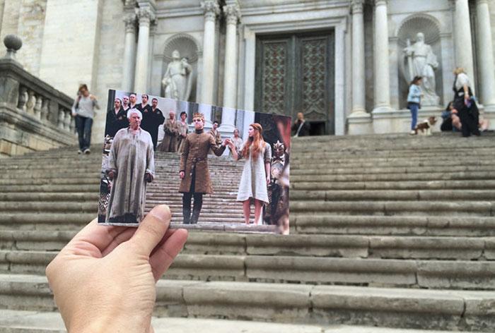 Режиссеры сериала превратили собор Святой Девы Марии в септу Бейлора, на ступенях которой стоят коро