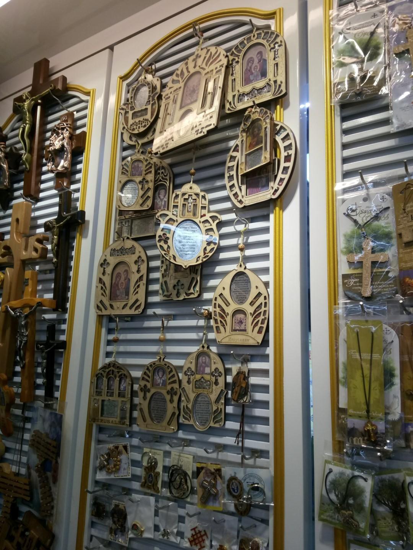 Откуда берутся сувениры в храмах