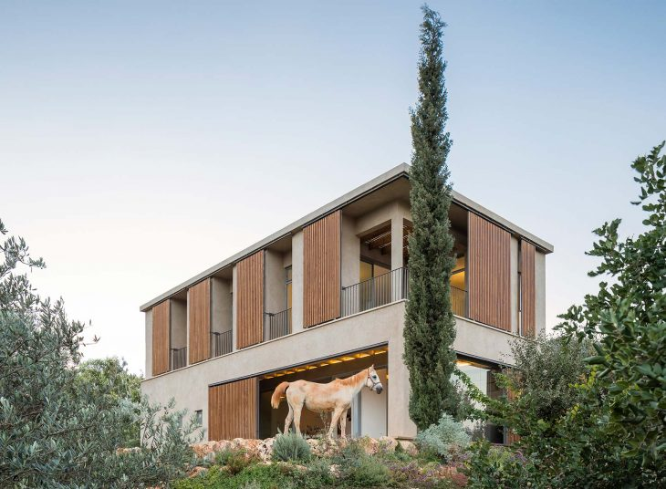 Designed by Tel-Aviv based practice Golany Architects, the house overlooks the Sea of Galilee with a