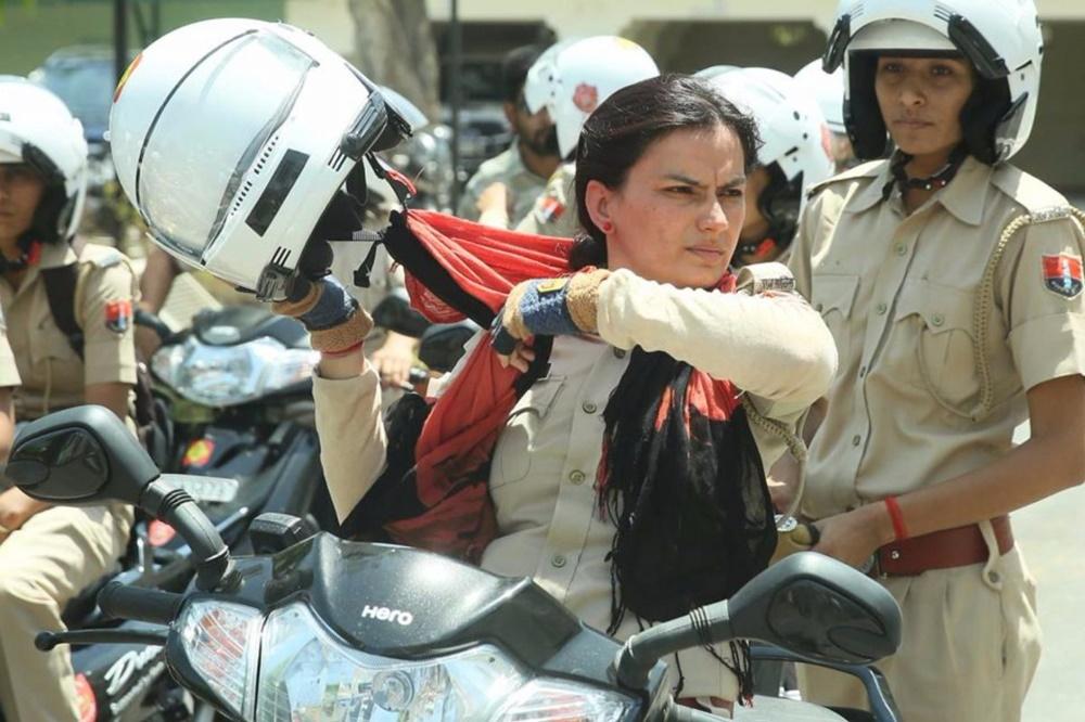 Девушки-полицейские на мотоциклах в Нью-Дели