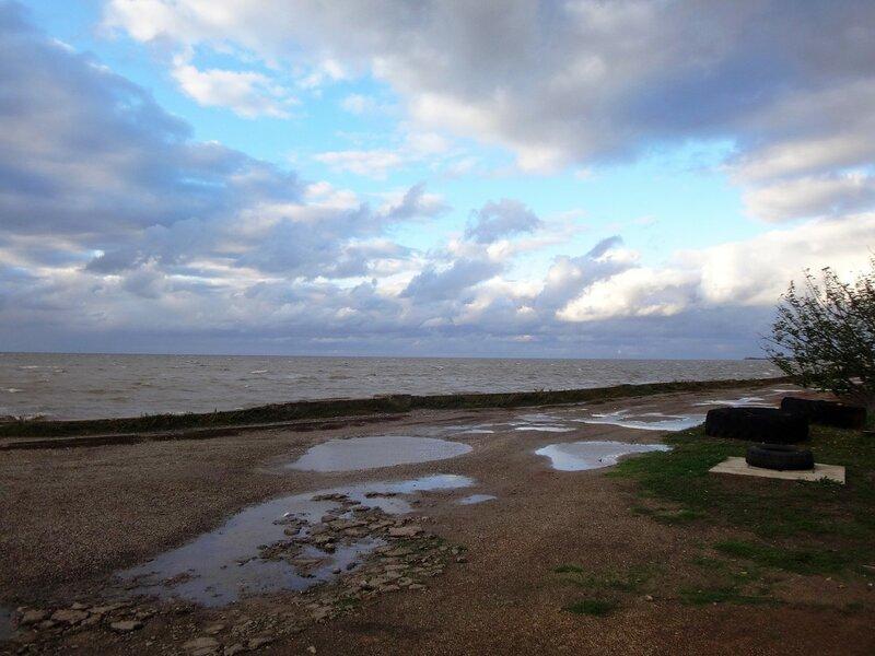Лужи. У моря ... На финише октября, в городе у моря Азовского. (69).JPG