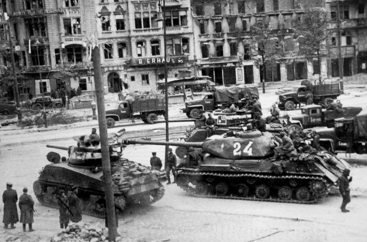 Советские танки в Берлине
