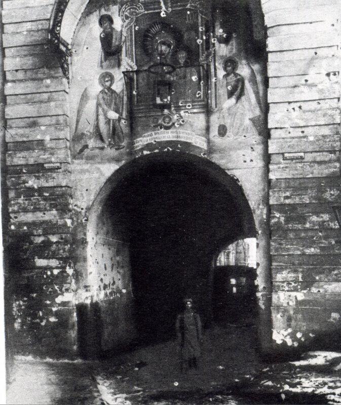 32083 Хулиганский обстрел фресок Никольских ворот Кремля А.Ф.Дорн.jpg