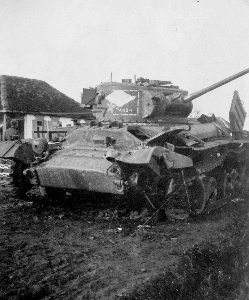 Подбитый танк Valentine VIIA из состава 5-й гв.тбр. Северный Кавказ, ноябрь 1942 года.