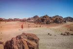 Марсианский пейзаж в кальдере вулкана