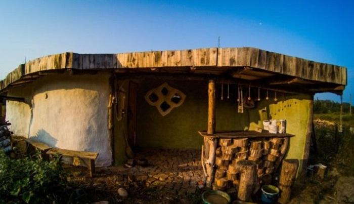 Парень из Беларуси построил эко-дом за сущие копейки (10 фото)