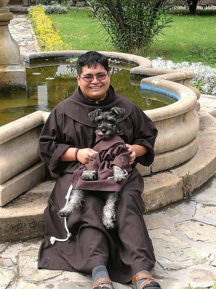 Новый член францисканского братства: пёс Кармело, которого приютил монастырь (11 фото)
