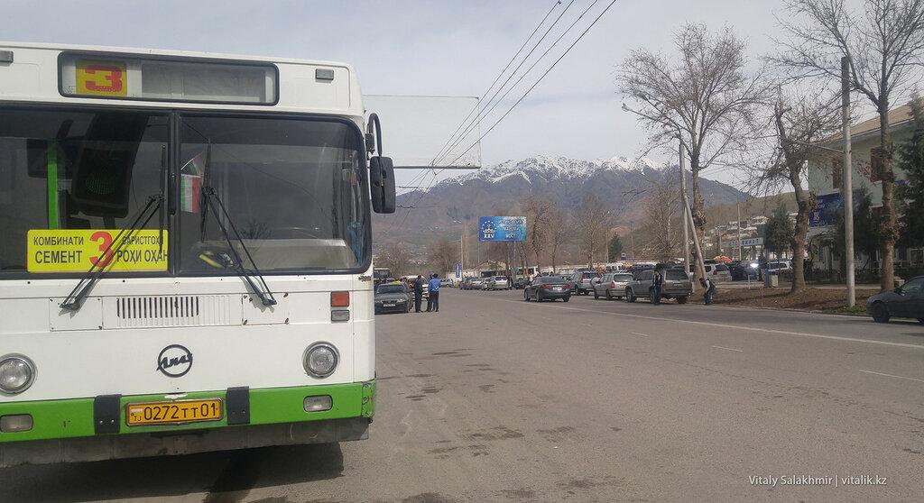 Автобус на окраине Душанбе