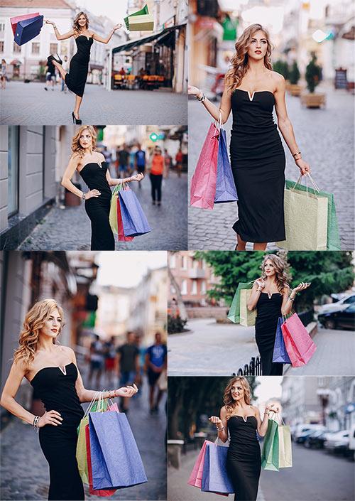 Красивая женщина совершает шоппинг / Beautiful woman makes shopping