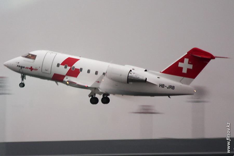 Challenger-604_HB-JRB_Rega-Swiss_Air_Ambulance_1_ZRH.JPG