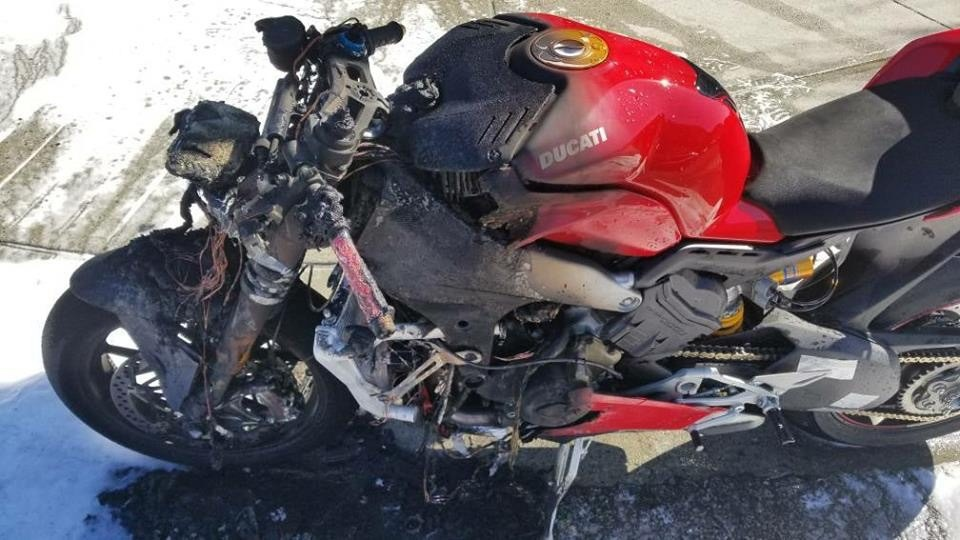 Супербайк Ducati Panigale V4 загорелся в Ванкувере