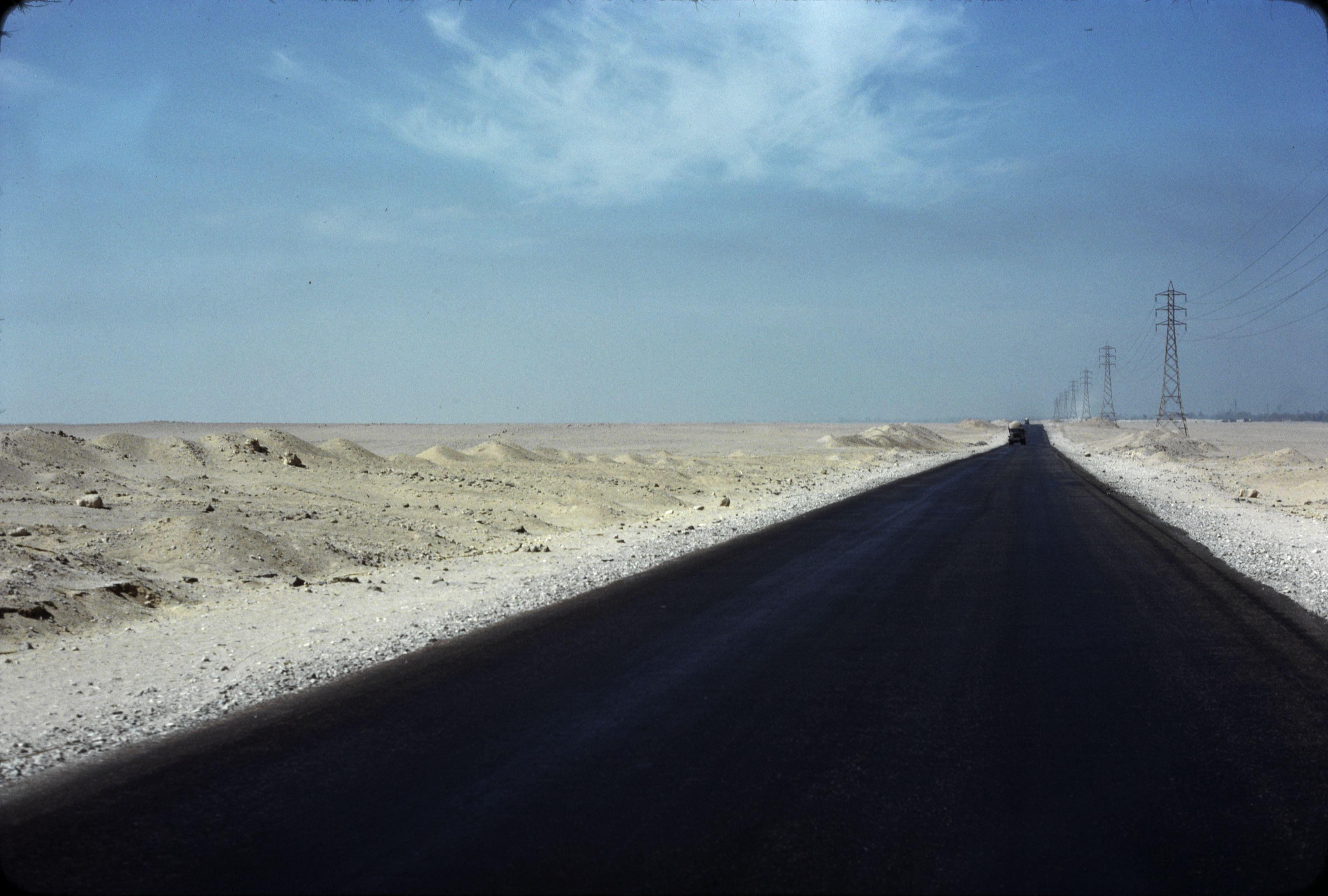 Дандара. Пустынная дорога