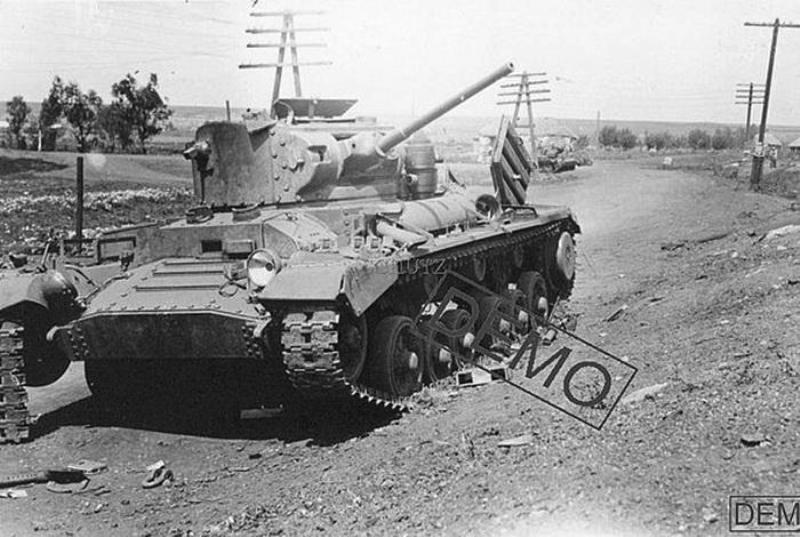 Подбитый пехотный танк Mk.III Valentine из 6-й гв.тбр. Орловская обл., август 1942 года.