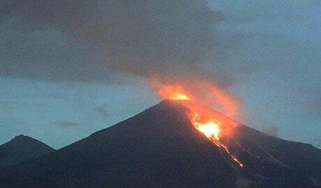 """Огненный вулкан """"Колима"""" проснулся в Мексике"""