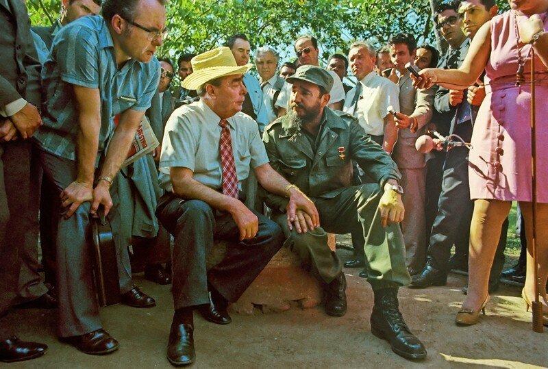 Генеральный секретарь ЦК КПСС Леодин Ильич Брежнев и премьер-министр Революционного правительства Республики Куба Фидель Кастро. 01.07.1976.jpg