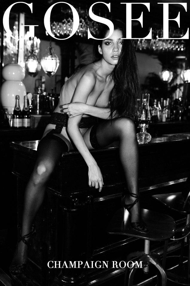 Эмили Пайе в откровенной фотосессии