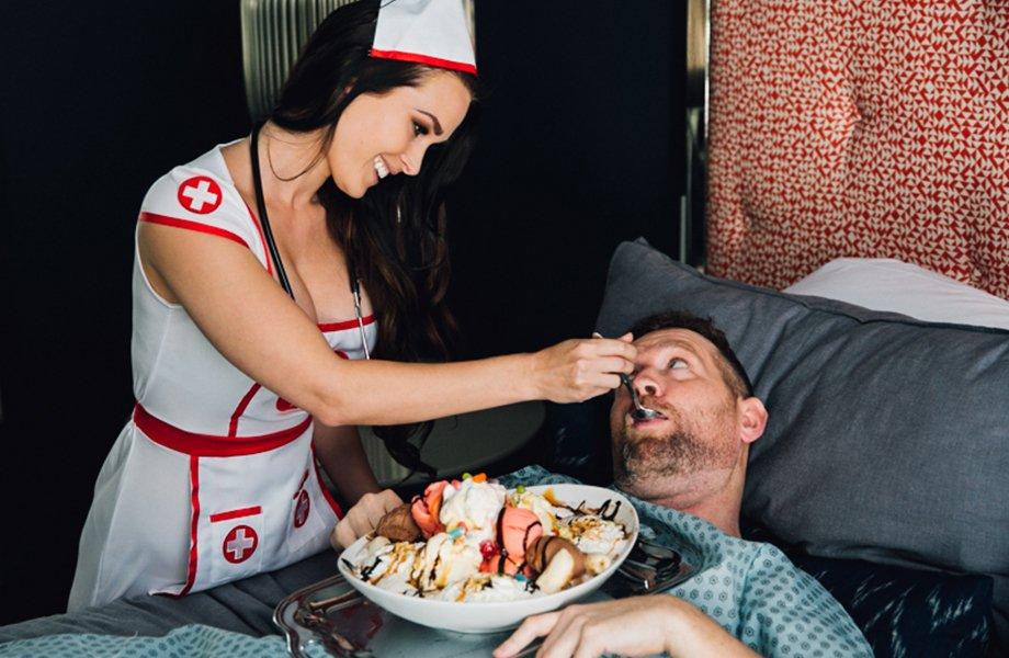 Горячая медсестра Niece Waidhofer