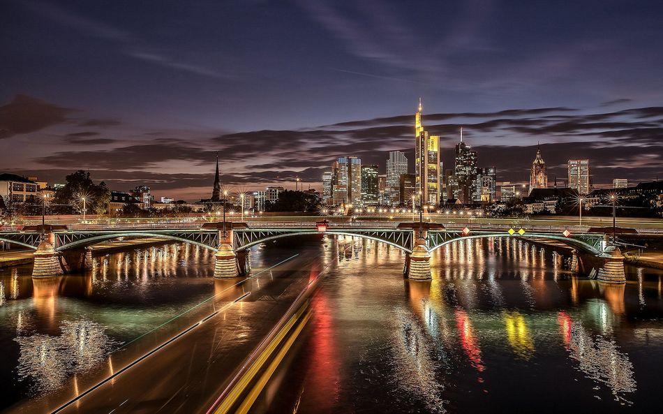 Германия, Франкфурт-на-Майне, ночной город