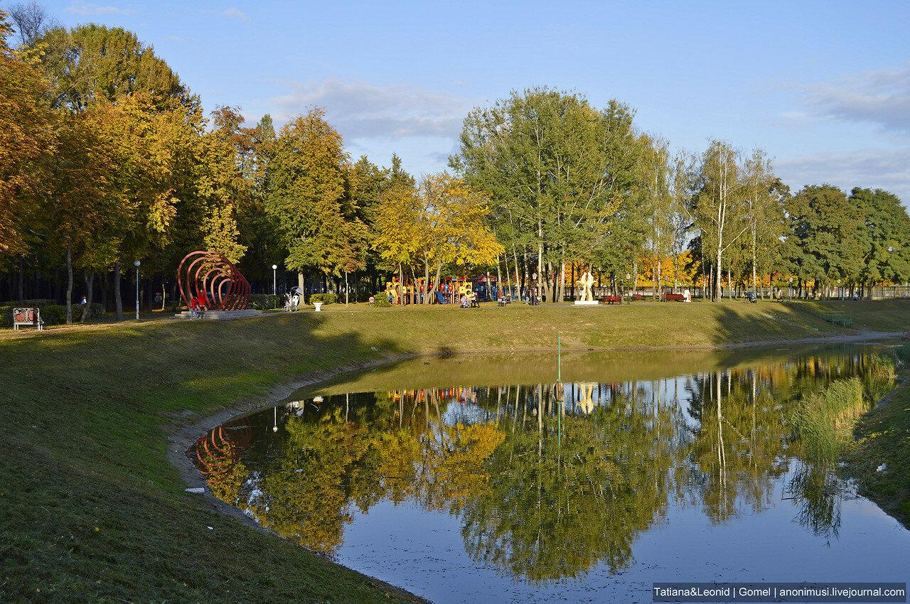 Посмотрите осень в сквере Фестивальный...