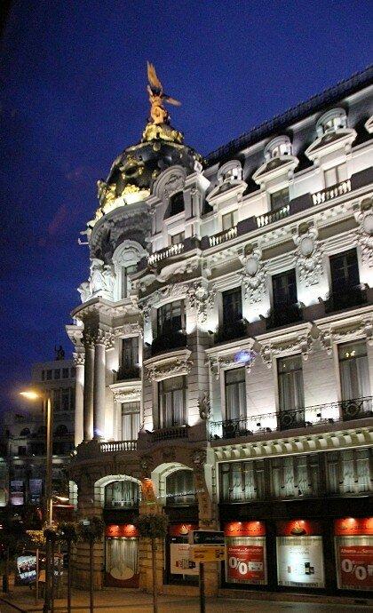 Вечерний Мадрид. Здание Метрополис