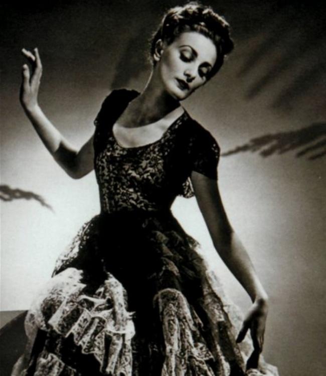 15. Лидия Зеленская, Париж, 1938. Наши манекенщицы украшали любой наряд, созданный кутюрье того врем