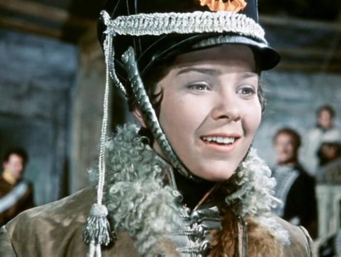 Лариса Голубкина в роли Шурочки Азаровой | Фото: kino-teatr.ru В 18 лет ее насильно выдали за