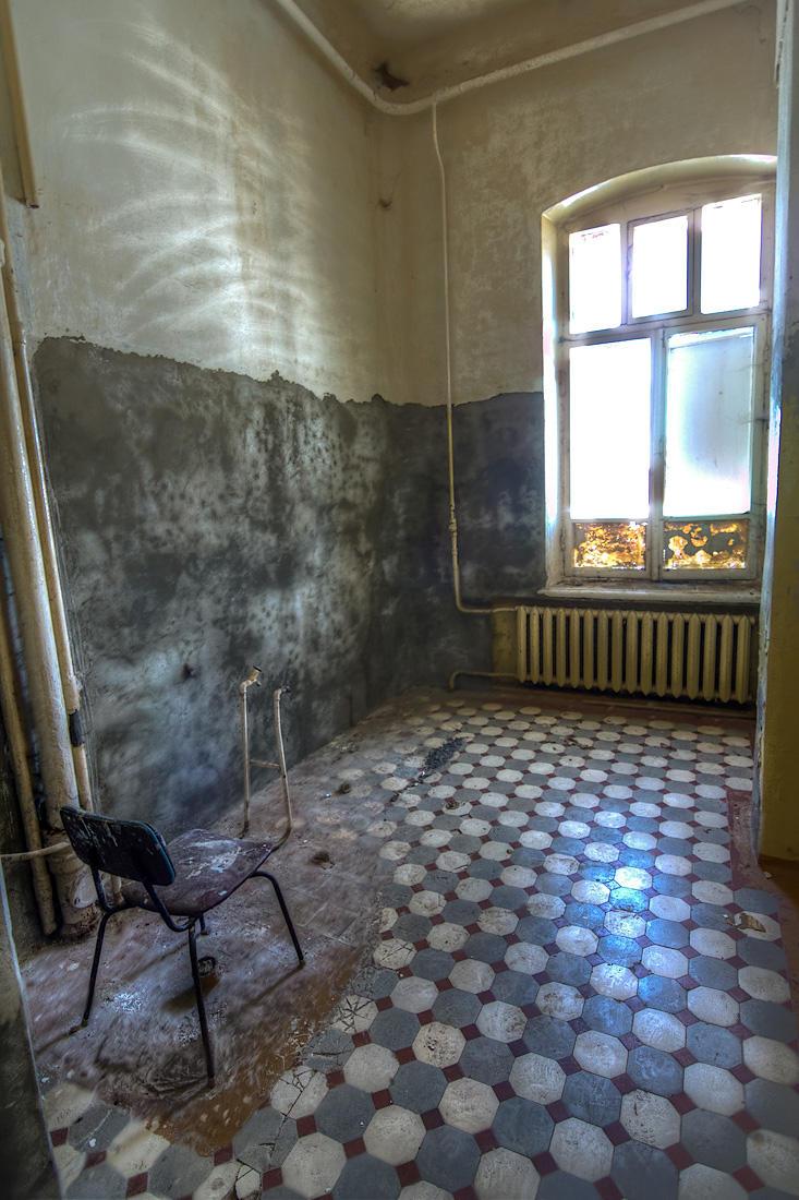 28. Самое отталкивающее место — туалеты и душ.