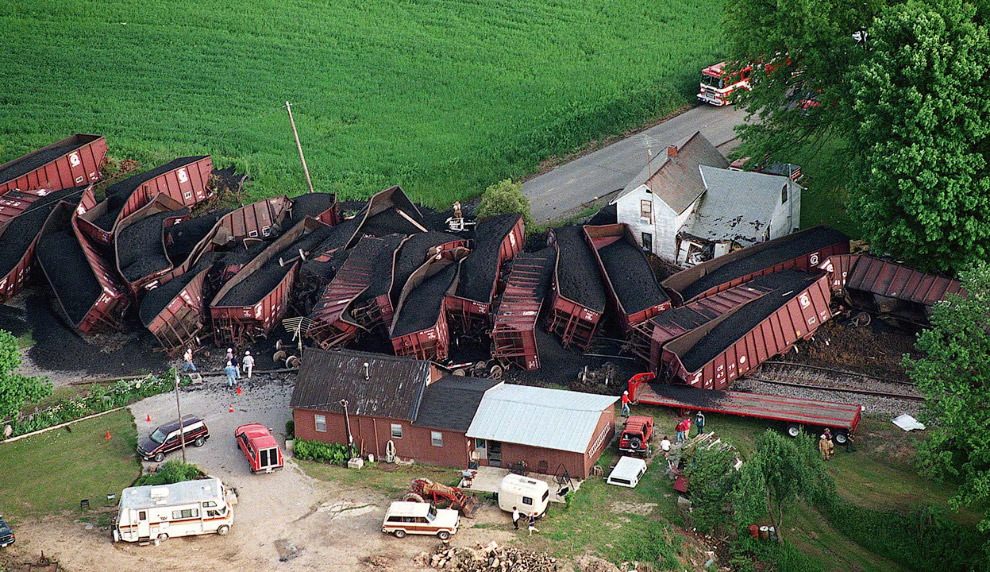 15. Это Германия. На угольных разрезах трудятся гигантские роторные экскаваторы. Чтобы лучше оц