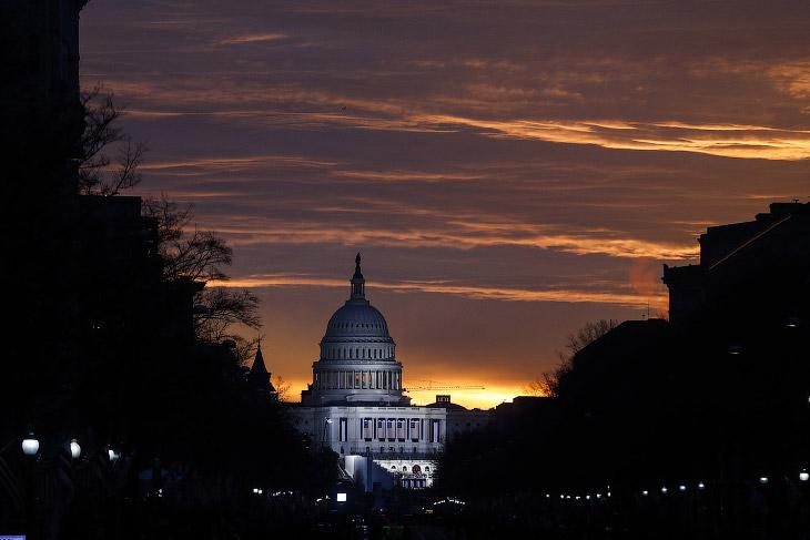 2. Обама спешно забирает последние вещи из Овального кабинета Белого дома . (Фото Jonathan Ernst | R
