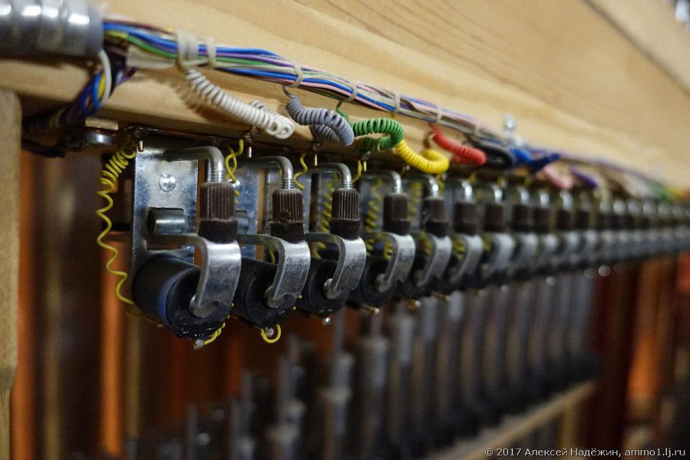 19. А ещё у органа есть два звукоизобразительных регистра или «спецэффекта». Это «колокольчики»