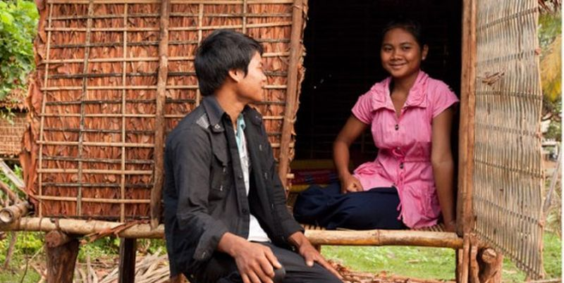 4. Дом ухаживаний в Камбодже В Камбодже для своих дочерей отцы возводят специальные хижины, в которы