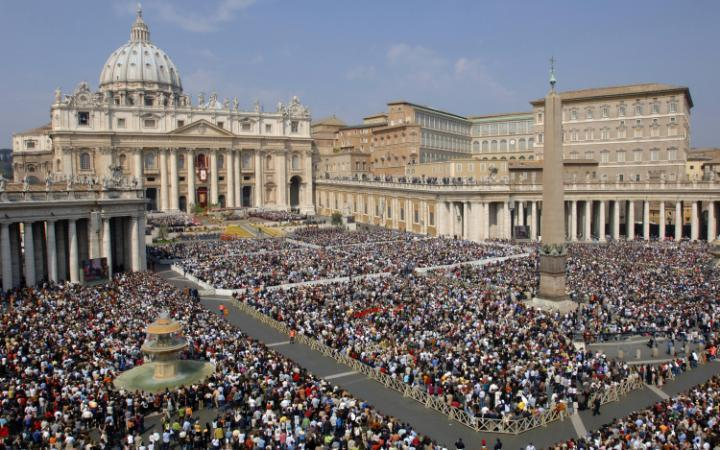 3. На одного жителя здесь приходится больше туристов, чем в любой другой стране. Так как Ватикан явл