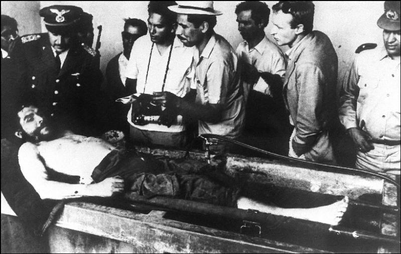 11 октября 1967 года его тело и тела еще шести его соратников были тайно похоронены около аэропорта