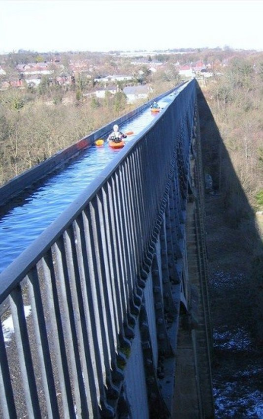 1. Акведук Понткисиллте Любителям поплавать на каноэ стоит обязательно попробовать хотя бы раз в жиз