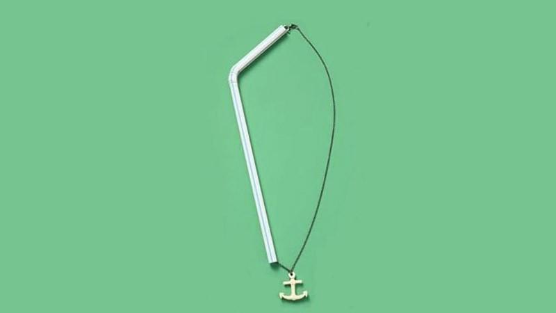 Пропустите цепочку через соломинку, чтобы цепочка не путалась. Выглядит странно, зато позволит сэкон