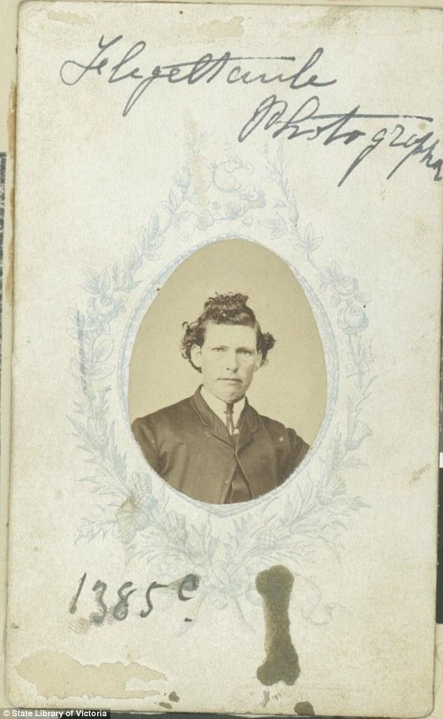 Эванс, познакомившийся со своей первой женой Мэри Делаханти на корабле, представился женщиной, когда