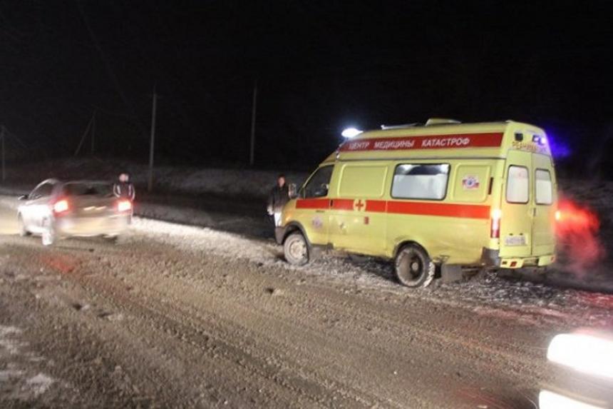 Под Саратовом вДТП сминивэном и фургоном погибли семь человек