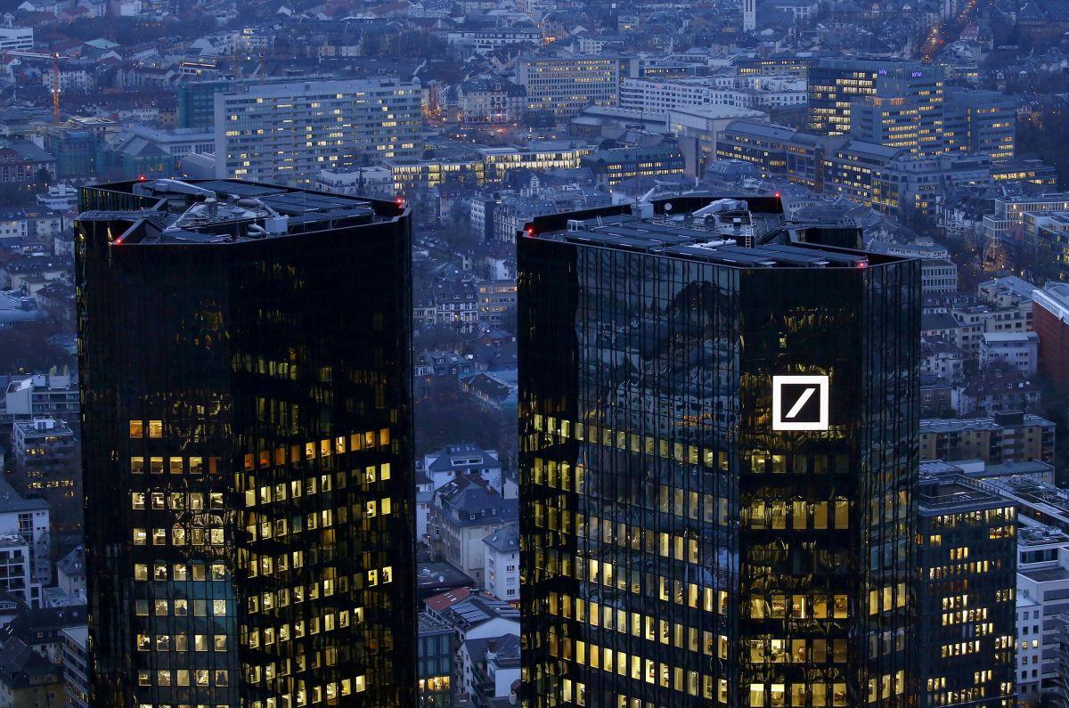 Deutsche Bank предсказал ослабление санкций США квесне 2017-го