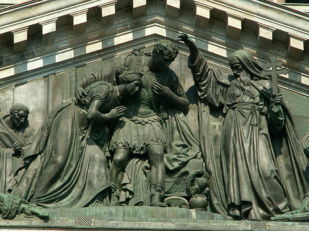 фрагмент западного фронтона «Встреча Исаакия Далматского с императором Феодосием».jpg