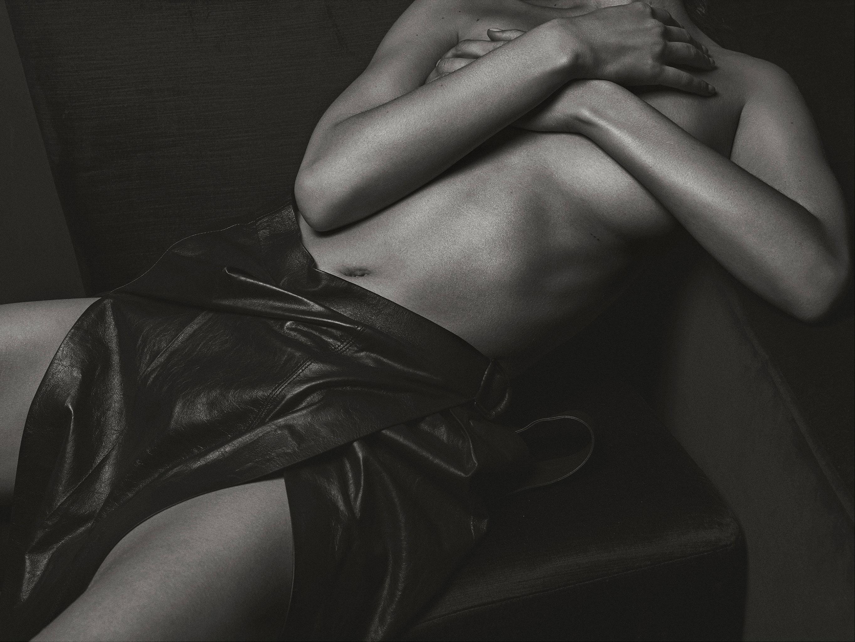 Белла Хадид / Bella Hadid nude by Mario Sorrenti - V Magazine spring 2017