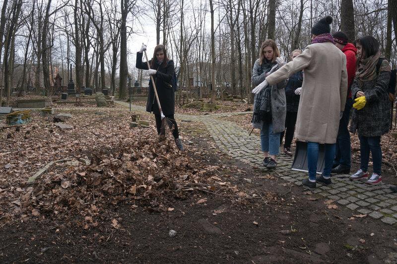 Субботник 11 апр на Смоленском лютеранском кладбище