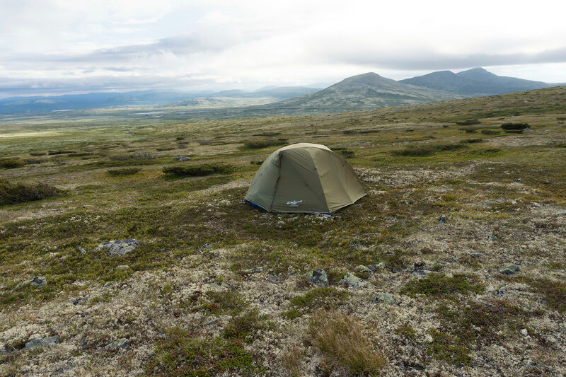 ночевка в палатке в тундре в Норвегии