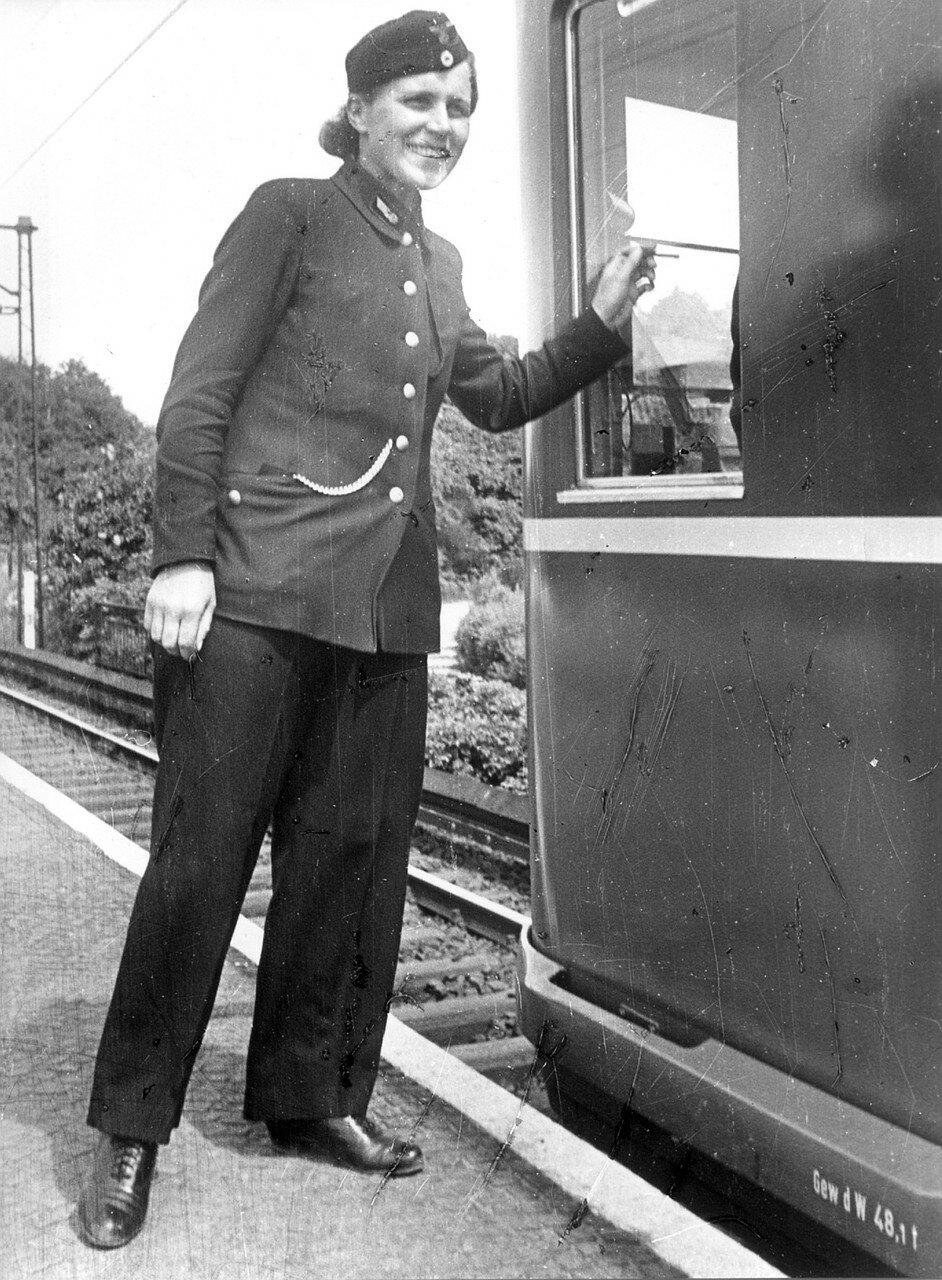 Сменный машинист поезда скоростной железной дороги