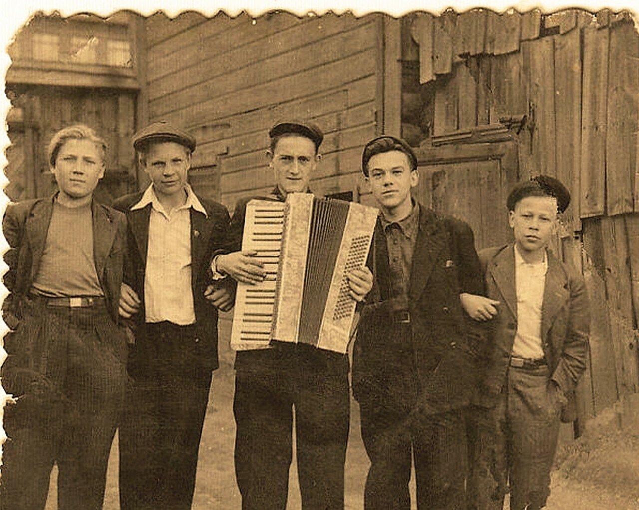 1950. 4 проезд Марьиной рощи, 1 мая (личный архив Фоминой)